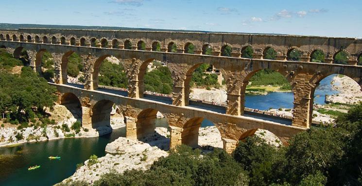 Camping sydfrankrig la sousta pont du gard for Camping pont du gard avec piscine